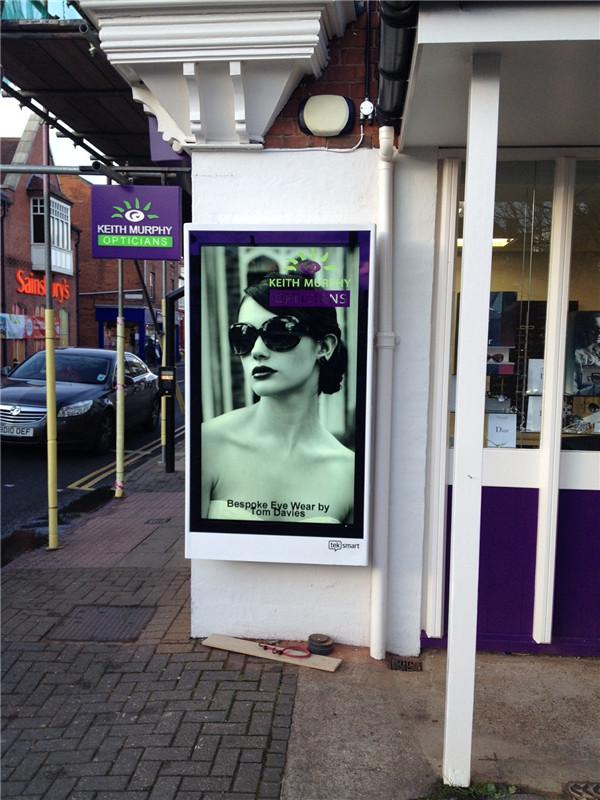22 inch outdoor portable advertising displaywalking screen