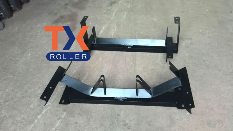 Self-Aligning Return Stand Mining Conveyor