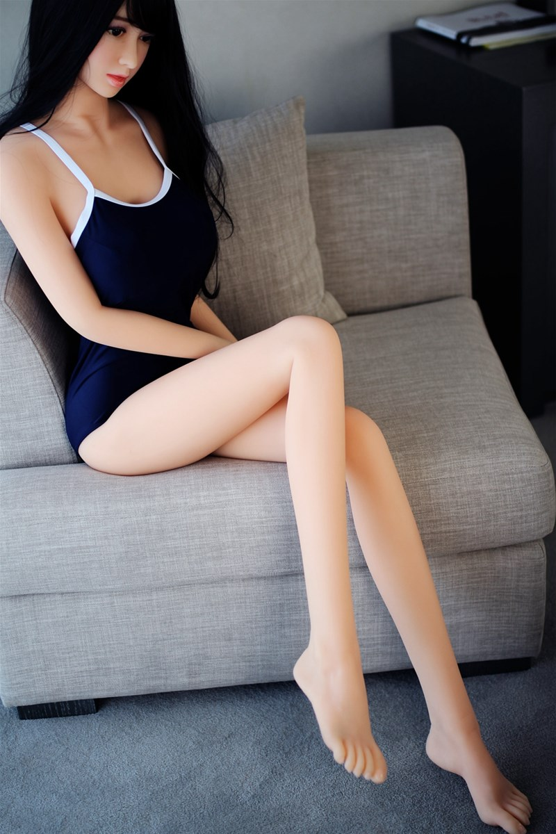 168cm black long curly hair black eyes big breast slim waist long legs perfect bodyshape lifesize sex doll