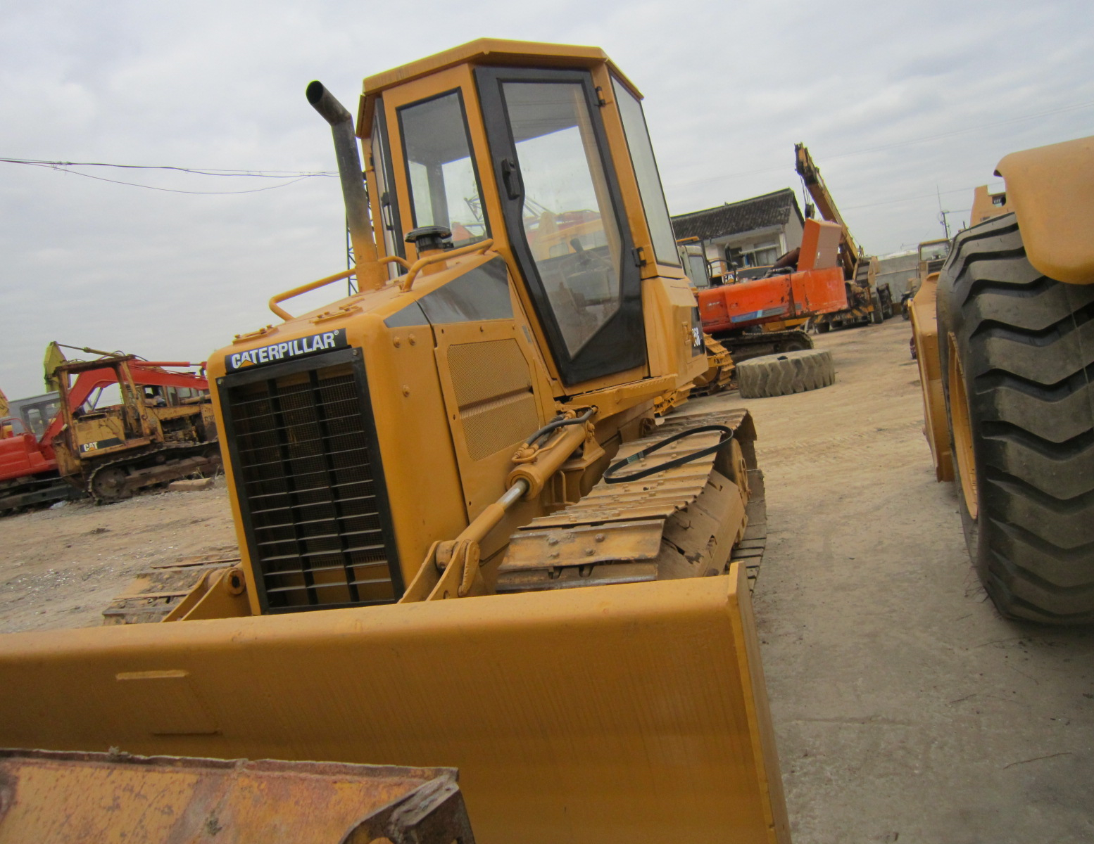 Used CATERPILLAR D5G Bulldozer on Sale