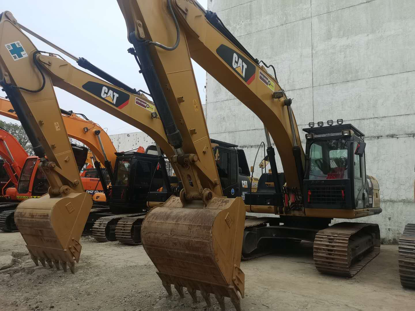 Used CATERPILLAR 320D Crawler Excavator on Sale